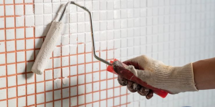 How to Paint Ceramic Tiles When Revamping Your Bathroom