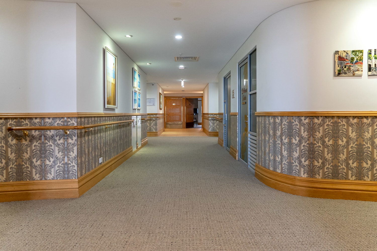 Broadloom carpet and vinyl mix and match in Health care - Jupps commercial